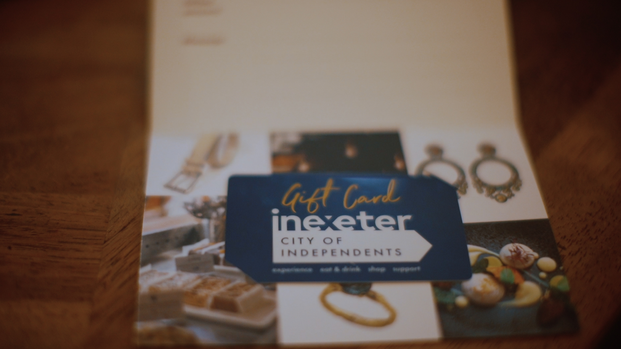 Christmas Shopping Exeter independents with the In Exeter Gift Card. Exploring Exeter. Image by @momentstomedia